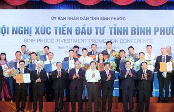 Các doanh nghiệp Bình Phước được trao giấy chứng nhận đầu tư với tổng vốn hơn 1 tỷ USD